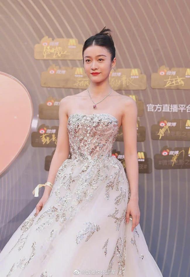 """Sự kiện Đêm điện ảnh Weibo: Con trai """"Điêu Thuyền đẹp nhất màn ảnh"""" gây sốt nhờ ngoại hình nổi bật, Cảnh Điềm lộ dấu hiệu lão hóa - Ảnh 14."""