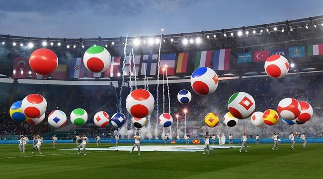 Mãn nhãn với Lễ khai mạc Euro 2020: Bữa tiệc màu sắc đầy ấn tượng mang nhiều thông điệp ý nghĩa - Ảnh 3.