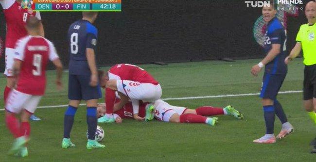 Euro 2020: Tiền vệ Đan Mạch đột ngột bất tỉnh trên sân trong trận đấu với Phần Lan, vợ bật khóc dữ dội - Ảnh 2.