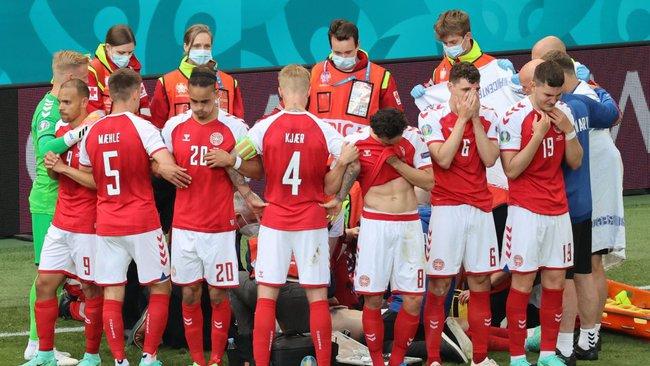 Đang thi đấu cuối hiệp 1 Euro 2020, tiền vệ Đan Mạch đột ngột bất tỉnh trên sân  - Ảnh 2.