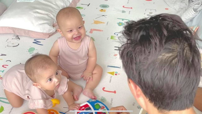 Kim Lý làm thầy giáo dạy 2 con nhưng nhìn học trò Leon và Lisa mà bật cười - Ảnh 2.
