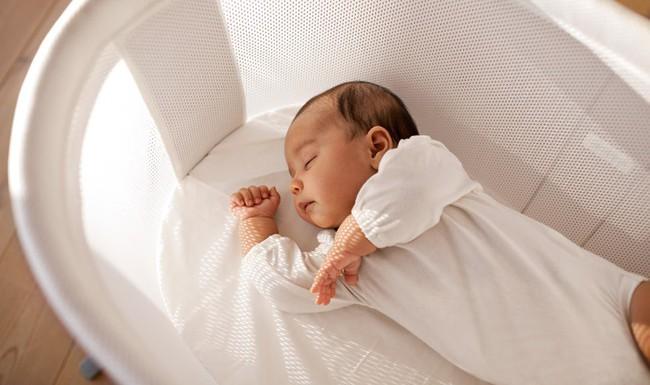 Trời nóng thế nào thì vào ban đêm, bố mẹ cũng không được làm những việc này để tránh con bị cảm lạnh - Ảnh 2.