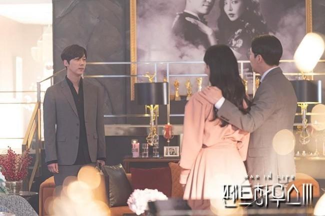 """Cuộc chiến thượng lưu 3 tập 3: Ha Yoon Cheol đau đớn vì Seo Jin lại quay về bên Ju Dan Tae, tình """"huynh đệ"""" chắc bền lâu! - Ảnh 3."""