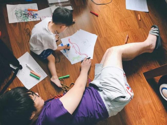 Màu sắc yêu thích có thể phản ánh tính cách và nội tâm của trẻ, quan sát điều này sẽ giúp bố mẹ có cách dạy con phù hợp - Ảnh 1.
