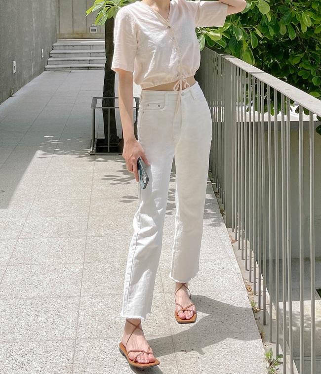 Hè diện quần trắng cho mát nhưng để sành điệu không chê được điểm nào, bạn nên ghim 12 cách mặc của gái Hàn - Ảnh 3.