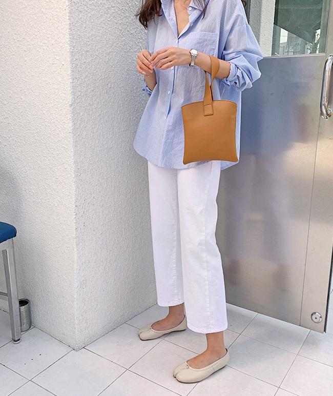 Hè diện quần trắng cho mát nhưng để sành điệu không chê được điểm nào, bạn nên ghim 12 cách mặc của gái Hàn - Ảnh 2.