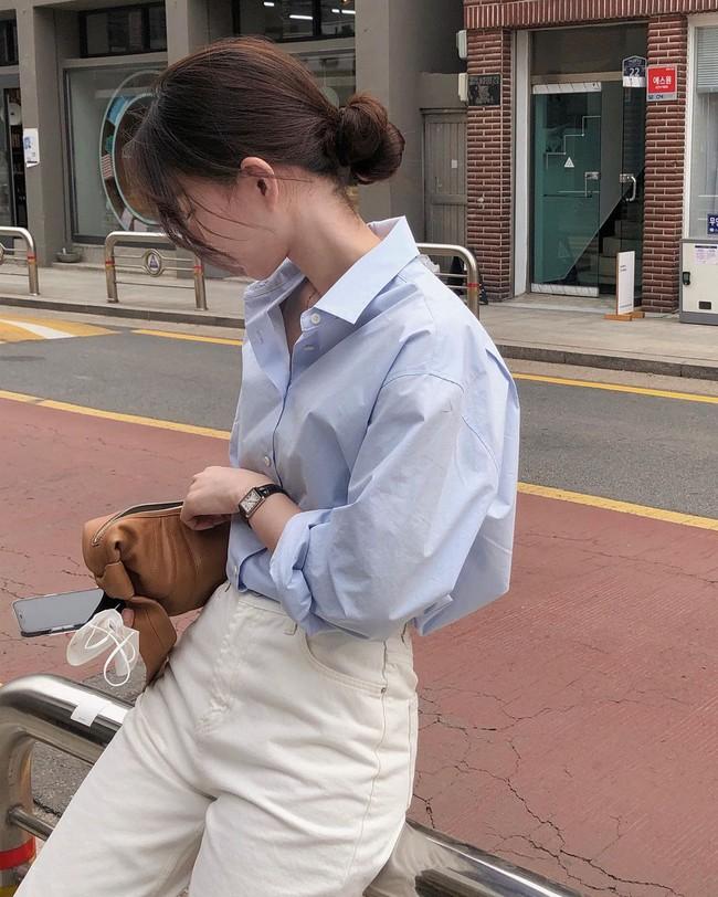 Hè diện quần trắng cho mát nhưng để sành điệu không chê được điểm nào, bạn nên ghim 12 cách mặc của gái Hàn - Ảnh 4.