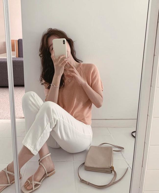 Hè diện quần trắng cho mát nhưng để sành điệu không chê được điểm nào, bạn nên ghim 12 cách mặc của gái Hàn - Ảnh 5.