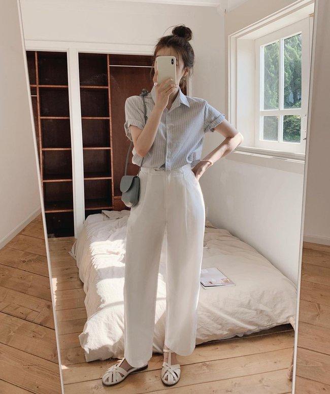 Hè diện quần trắng cho mát nhưng để sành điệu không chê được điểm nào, bạn nên ghim 12 cách mặc của gái Hàn - Ảnh 7.