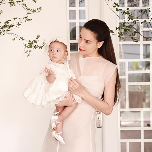 Hồ Ngọc Hà khoe ảnh cùng Lisa mà ai cũng xuýt xoa con gái xinh như thiên thần, lấn át cả nhan sắc của mẹ - Ảnh 2.