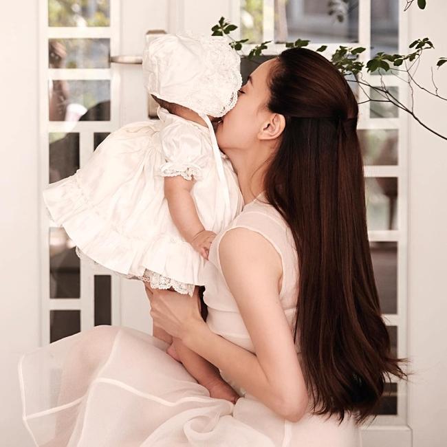 Hồ Ngọc Hà khoe ảnh cùng Lisa mà ai cũng xuýt xoa con gái xinh như thiên thần, lấn át cả nhan sắc của mẹ - Ảnh 4.