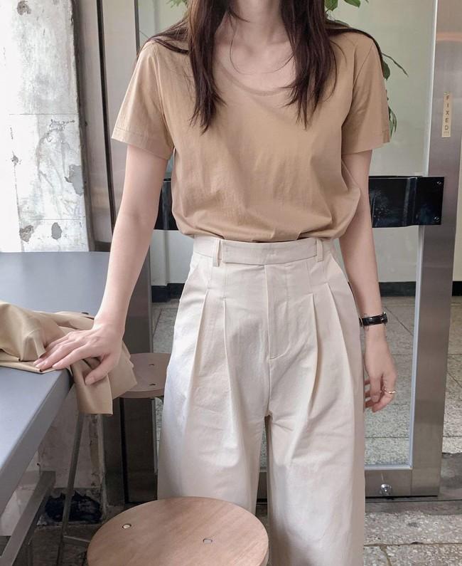 Hè diện quần trắng cho mát nhưng để sành điệu không chê được điểm nào, bạn nên ghim 12 cách mặc của gái Hàn - Ảnh 12.