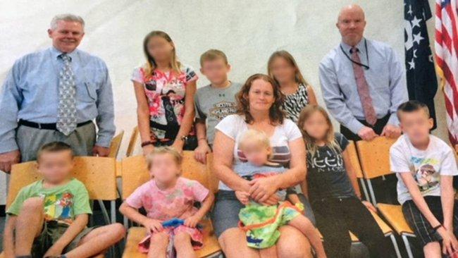 Bé gái 12 tuổi bị bố dượng bắt cóc và giam giữ: Thời thơ ấu liên tục bị hãm hiếp, làm mẹ của 9 đứa con và gần 20 năm bị giam lỏng nơi đất khách - Ảnh 7.
