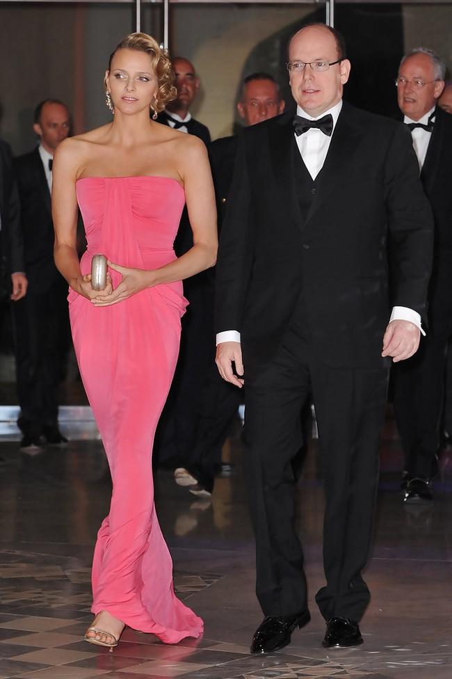Trước khi cạo đầu, lột xác cá tính Vương phi của Monaco từng là  - Ảnh 6.