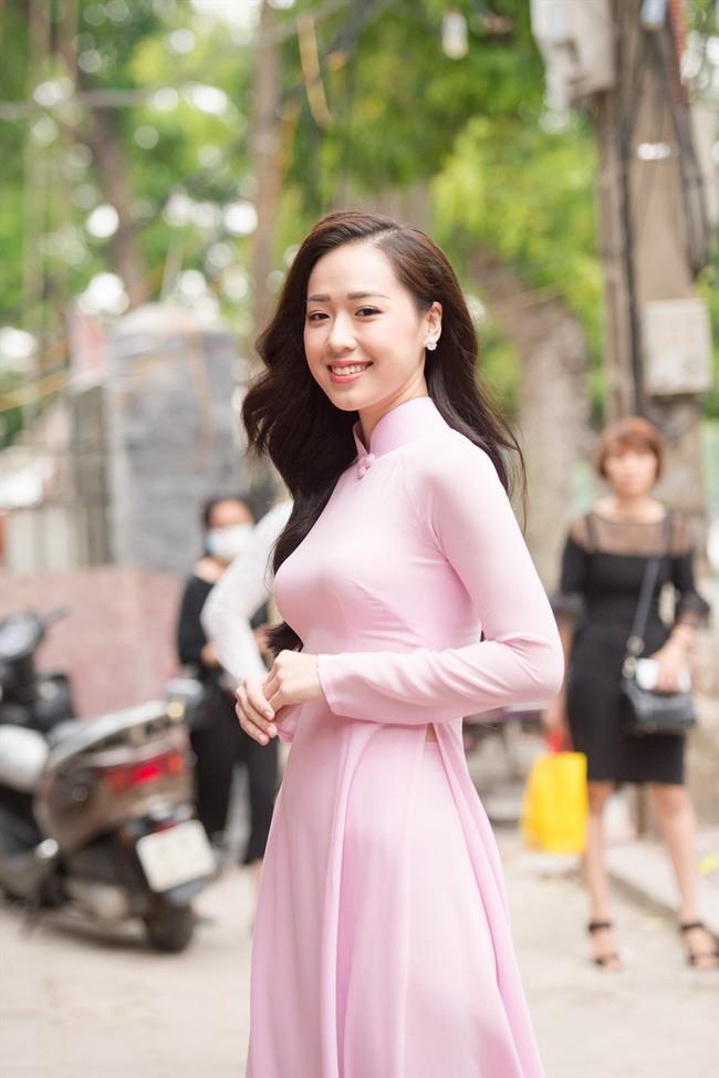 """Ngắm loạt ảnh thời dự thi Hoa hậu Việt Nam của mỹ nhân được CEO cầu hôn trên máy bay: Body gợi cảm """"hút mắt"""" hơn cả nhan sắc - Ảnh 1."""