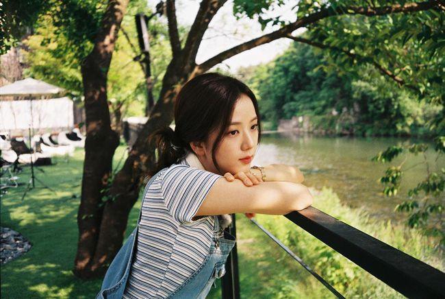 Quen nhìn Jisoo xõa xượi rồi, giờ hãy ngắm visual xinh điên đảo của chị cả Black Pink khi áp dụng 4 kiểu tóc buộc - Ảnh 8.