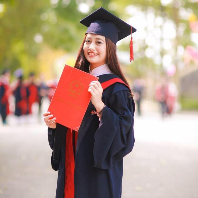 Chị Ong Vàng VTV 15 tuổi đã nổi đình nổi đám ngày càng gợi cảm, tốt nghiệp trường top đầu nhưng nói một câu khiến ai cũng yêu mến - Ảnh 3.
