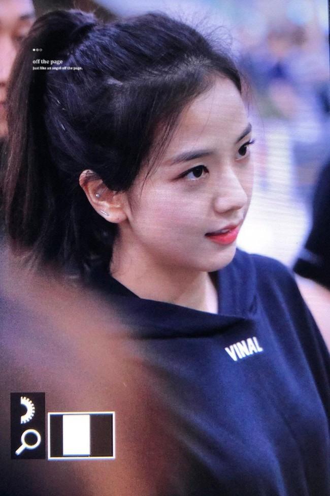Quen nhìn Jisoo xõa xượi rồi, giờ hãy ngắm visual xinh điên đảo của chị cả Black Pink khi áp dụng 4 kiểu tóc buộc - Ảnh 4.