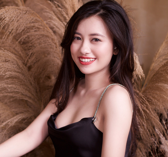 Chị Ong Vàng VTV 15 tuổi đã nổi đình nổi đám ngày càng gợi cảm, tốt nghiệp trường top đầu nhưng nói một câu khiến ai cũng yêu mến - Ảnh 4.