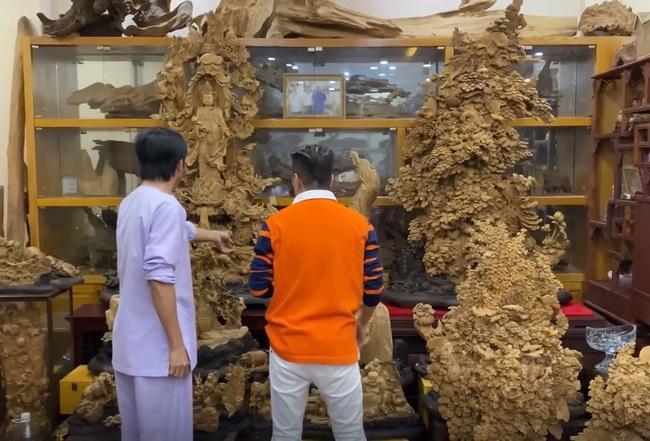 Sở hữu phòng trầm hương trị giá cả trăm tỷ đồng thế này nhưng NS Hoài Linh vẫn bị tố nợ tiền gỗ xây dựng Nhà thờ Tổ - Ảnh 3.