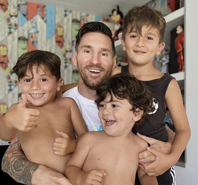 """Con trai Messi là fan cứng của Ronaldo, còn con trai Ronaldo lại thần tượng Messi: Bố nhà người ta bao giờ cũng """"cool ngầu"""" hơn bố mình? - Ảnh 5."""