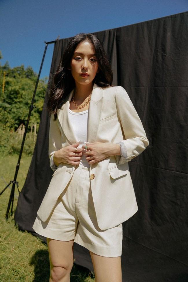 Outfit của Công nương Kate đang trẻ xinh, sành điệu bỗng bớt đẹp hẳn vì chiếc áo blazer lỗi thời - Ảnh 9.
