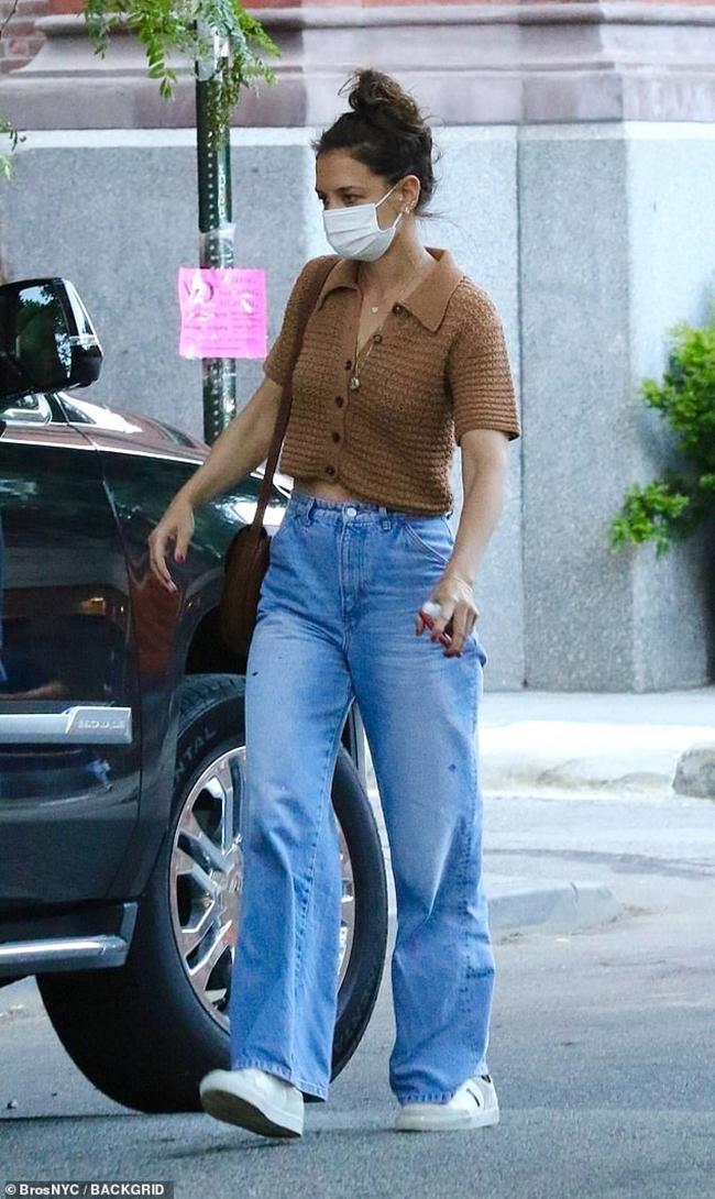Vợ cũ Tom Cruise đã 43 tuổi nhưng diện đồ siêu trẻ, được bình chọn là mỹ nhân sành điệu nhất Hollywood - Ảnh 6.