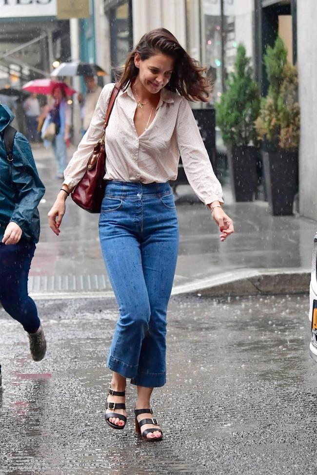 Vợ cũ Tom Cruise đã 43 tuổi nhưng diện đồ siêu trẻ, được bình chọn là mỹ nhân sành điệu nhất Hollywood - Ảnh 7.