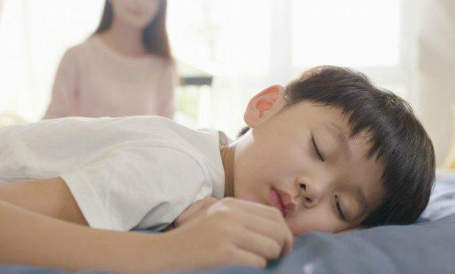 Bà nội hay đánh thức cháu dậy nửa đêm để đi tè, không ngờ hành động này lại để lại 3 hậu quả nghiêm trọng cho đứa trẻ - Ảnh 3.