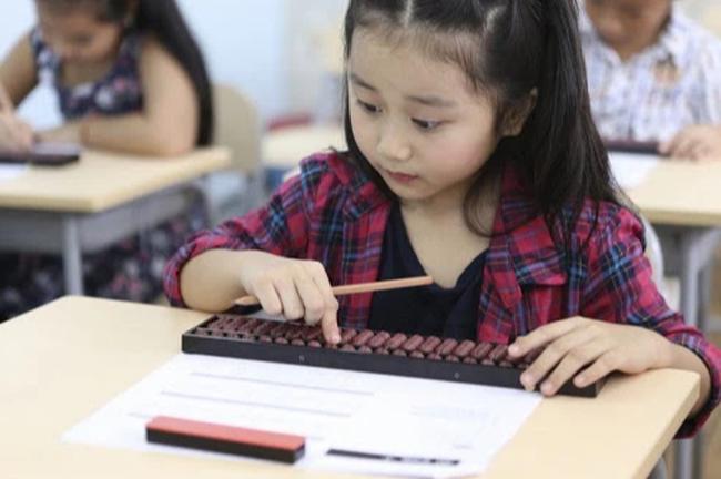 Không phải việc học chữ, Tiến sĩ Phạm Chí Hiếu chỉ ra đây mới là những loại năng lực cần bồi đắp cho trẻ, không chỉ giúp con tự tin vào lớp 1 mà còn theo con suốt cuộc đời - Ảnh 4.