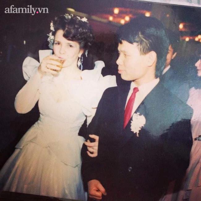 Người vợ Ukraina ở Việt Nam 20 năm chăm chồng đột quỵ: Cuộc hôn nhân trải qua cấm đoán từ nhà nội và câu nói 9 từ bên giường bệnh trong giây phút ngặt nghèo! - Ảnh 1.