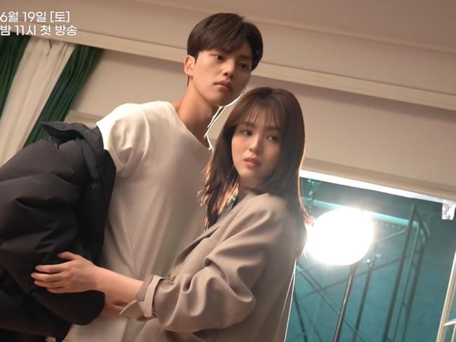 """Sốc toàn tập trước cảnh """"giường chiếu"""" cực nóng của """"tiểu tam"""" Han So Hee, mới 2 tập đã ngập tràn cảnh 19+ - Ảnh 6."""