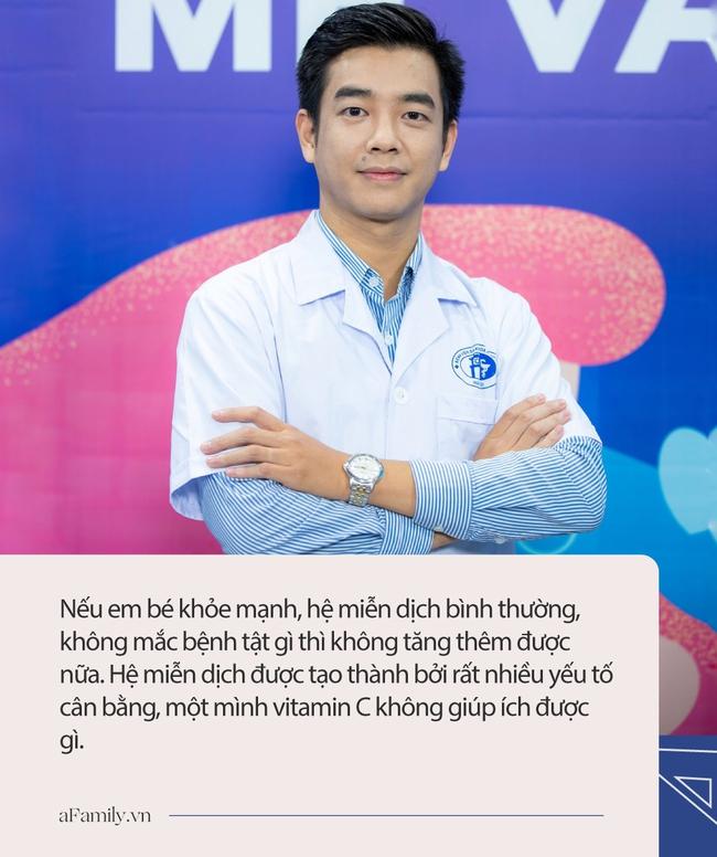 Bác sĩ Nhi chỉ ra sai lầm phổ biến mà các mẹ thường mắc phải khi cho con ăn cam hoặc uống nước cam - Ảnh 2.
