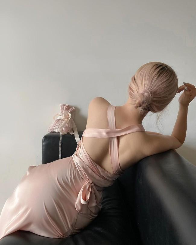 Mẫu váy diện lên tưởng kín đáo nhưng khi quay lưng lại sexy, sang chảnh khiến người ta trầm trồ - Ảnh 13.