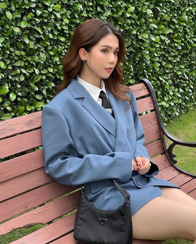 """Ngọc Trinh dát hàng hiệu Prada: Người khen như nữ sinh, người chỉ tập trung vào chi tiết """"ỡm ờ""""  - Ảnh 3."""