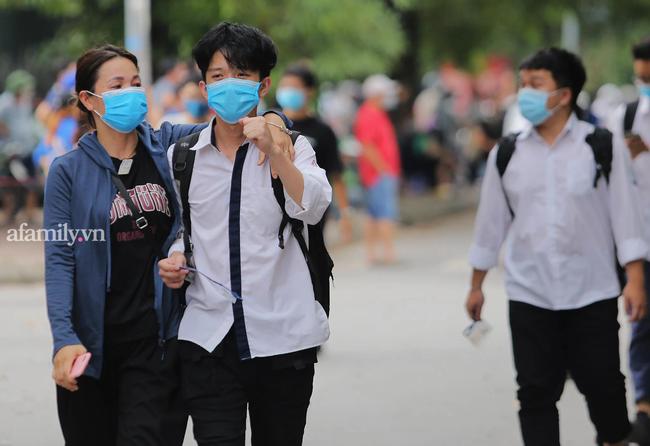So sánh điểm chuẩn vào lớp 10 năm 2021 các trường top ở Hà Nội: Điểm trúng tuyển tăng mạnh so với năm ngoái, có trường tăng hơn 10 điểm - Ảnh 1.