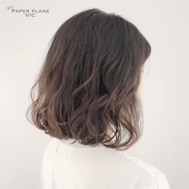 Làm xoăn cho nàng tóc ngắn: 5 kiểu tóc xoăn không hề già, phù phép mái tóc đơn thuần thành sang chảnh vượt bậc - Ảnh 8.
