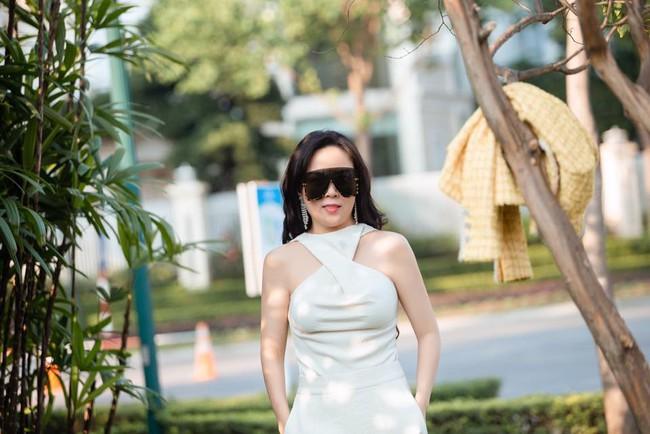 Đã tìm ra công thức diện áo trễ vai của Phượng ChanelPhượng Chanel - Ảnh 4.