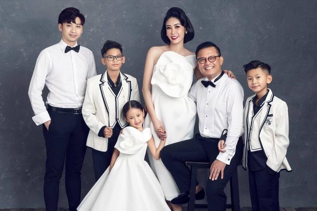 """Hình ảnh đại gia đình đậm chất danh gia vọng tộc của Hà Kiều Anh nhận được sự chú ý giữa ồn ào tự xưng là """"công chúa đời thứ 7 của triều Nguyễn"""" - Ảnh 5."""