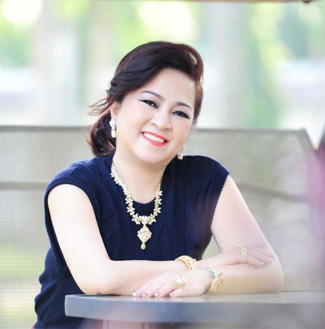 """Bà Nguyễn Phương Hằng tuyên bố sẵn sàng ly hôn ông Dũng """"lò vôi""""! - Ảnh 2."""