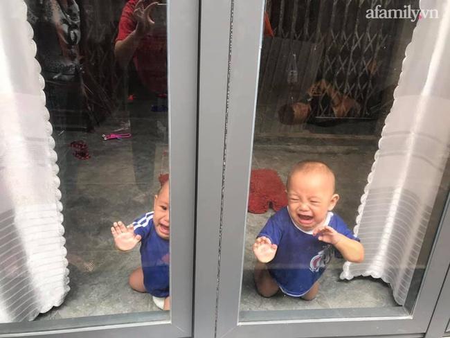 """Nhờ chồng trông con để ra ngoài, mẹ trẻ quay về thấy 2 bé khóc ầm ĩ ở cửa, nhìn vào trong nhà thì """"hạn hán lời"""" - Ảnh 2."""