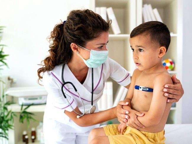 Các triệu chứng COVID-19 phổ biến ở trẻ em cha mẹ cần hết sức lưu ý - Ảnh 3.