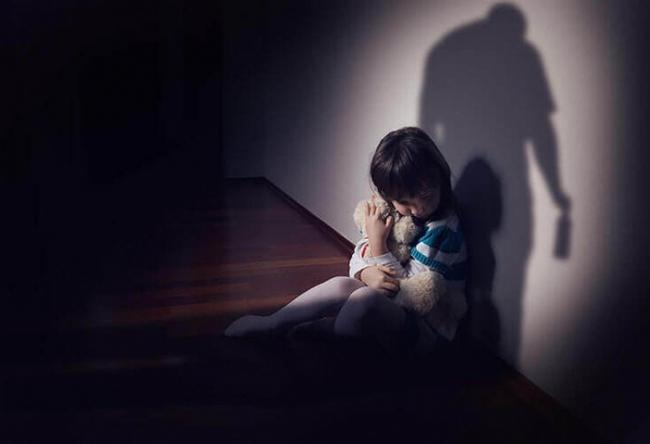 Con trai của chồng xâm hại con gái chung: Câu chuyện đang khiến những người làm cha mẹ phẫn nộ và xót xa - Ảnh 2.