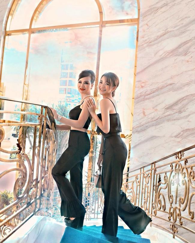 Tiểu thư Sài Gòn tiết lộ nhà có 4 công chúa, mẹ đứng giữa bao đẹp đội hình - Ảnh 2.