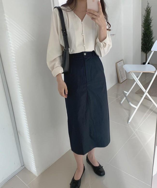 Sợ mặc chân váy đen bị già thì chị em hãy học gái Hàn 12 cách diện trẻ trung, thanh lịch - Ảnh 11.