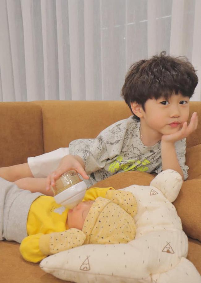 Bé Xoài nhà Trang Lou chúc mừng sinh nhật mẹ cực dễ thương, nhưng câu nào câu nấy khiến dân tình cười lăn lộn - Ảnh 3.