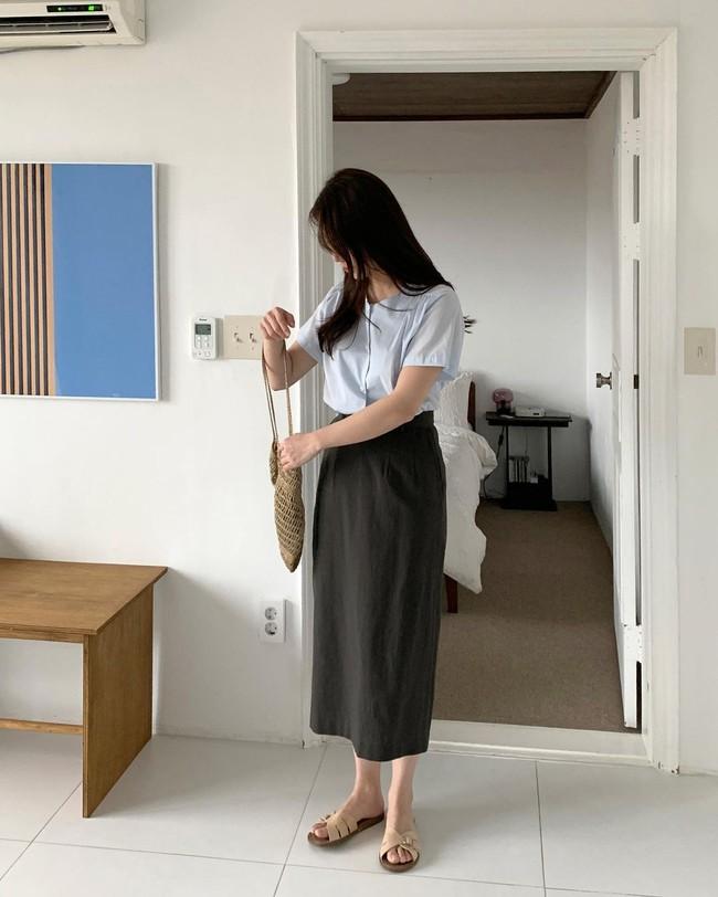 Sợ mặc chân váy đen bị già thì chị em hãy học gái Hàn 12 cách diện trẻ trung, thanh lịch - Ảnh 4.