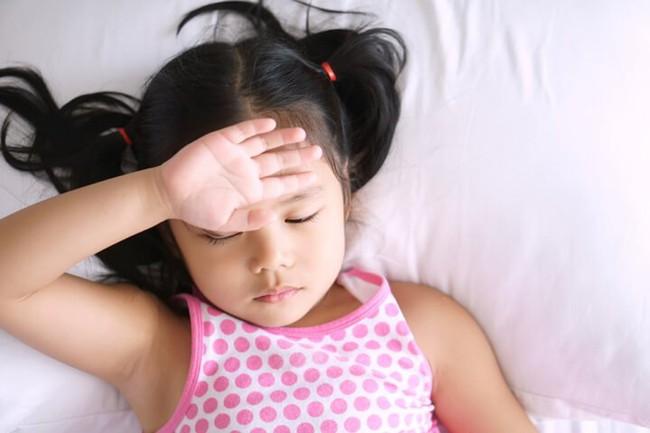 4 mức độ stress tác động lên trẻ nhỏ, bố mẹ cần hiểu rõ để con không phải lớn lên trong cảm giác đau khổ tuyệt vọng - Ảnh 1.