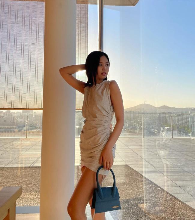 Jennie bùng nổ sự xinh đẹp dù trang điểm kiểu suy nhược, mặc váy hơi giống... giẻ lau - Ảnh 3.