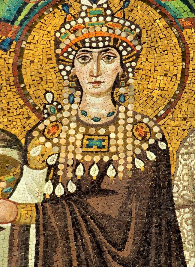 Từ gái làng chơi phóng đãng trở thành Hoàng hậu quyền lực, tàn sát 30.000 người rồi tái thiết luật pháp để bảo vệ phụ nữ - Ảnh 1.